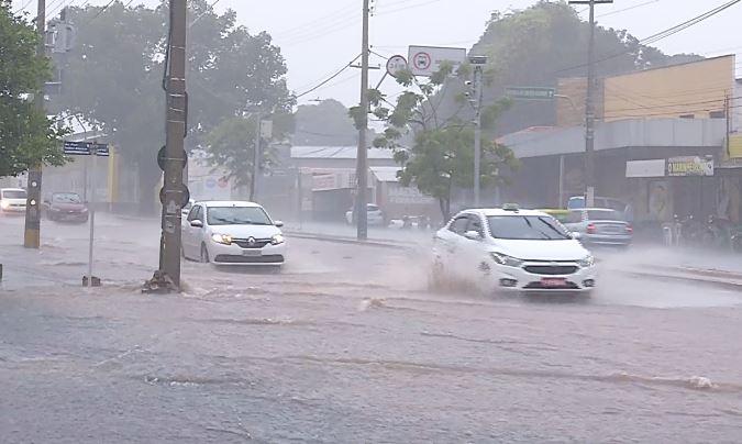 INMET emite alerta para possíveis chuvas intensas em todo o Estado